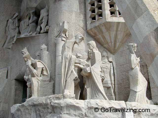Statues on La Sagrada Familia