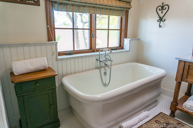 Large bathtub at the Hermosa Inn